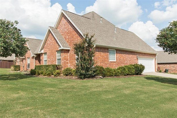 Contemporary, House - Fayetteville, AR (photo 3)