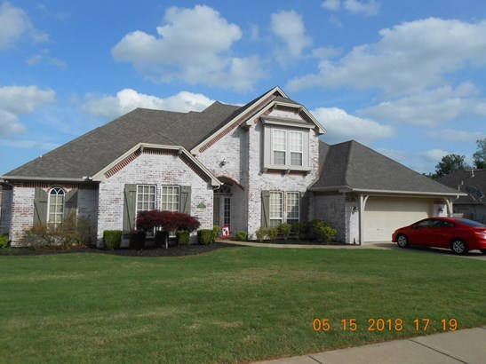 Traditional, House - Springdale, AR (photo 2)