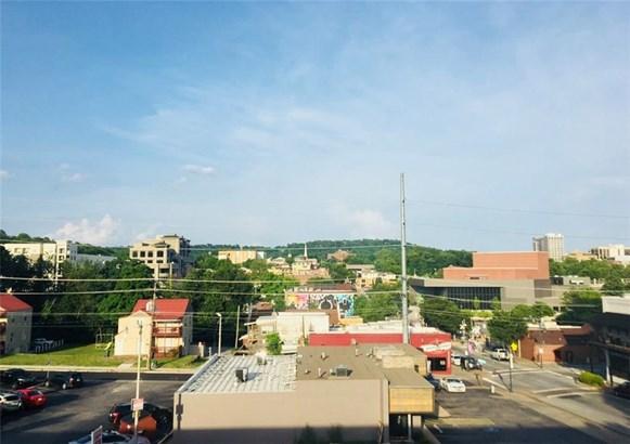 Condo, Contemporary - Fayetteville, AR (photo 3)