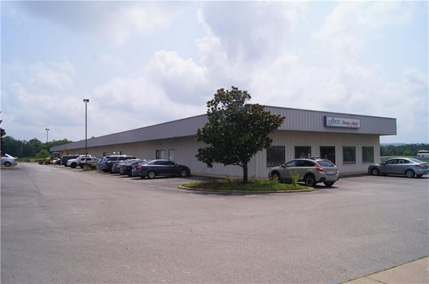 Commercial Lease - Fayetteville, AR (photo 1)
