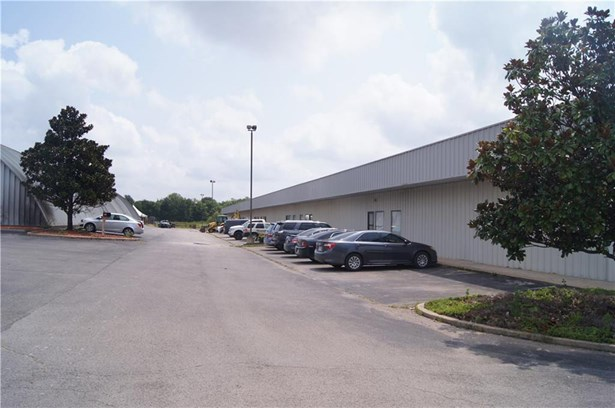 Commercial Lease - Fayetteville, AR (photo 2)