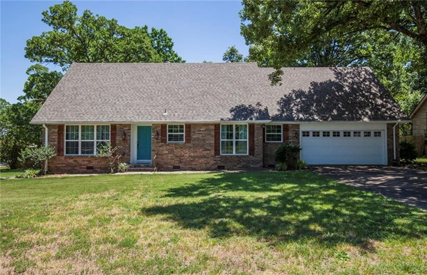 Traditional, House - Fayetteville, AR