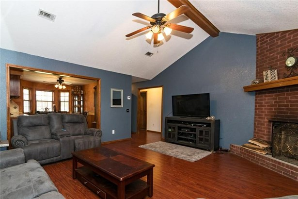 Traditional, House - Bethel Heights, AR (photo 2)