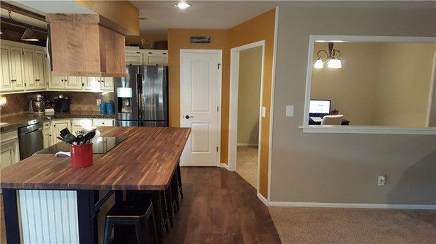 975 Elm Springs  Rd , Springdale, AR - USA (photo 2)