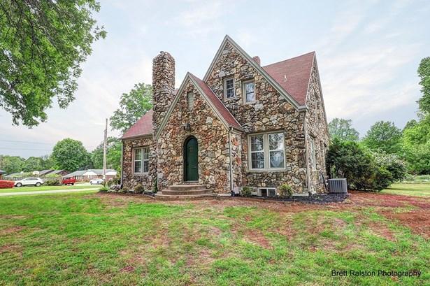 Cottage/Camp, House - Bentonville, AR (photo 2)