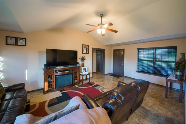 Traditional, House - Bethel Heights, AR (photo 4)