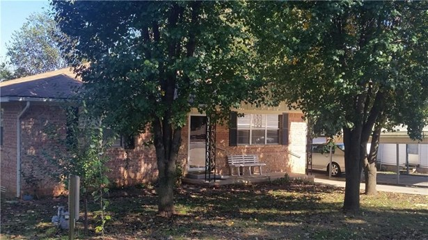 304  E Drake  Ave , Huntsville, AR - USA (photo 2)
