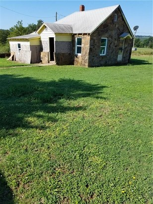 Fixer Upper, House - Cane Hill, AR (photo 2)