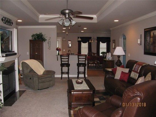 Traditional, House - Fayetteville, AR (photo 4)