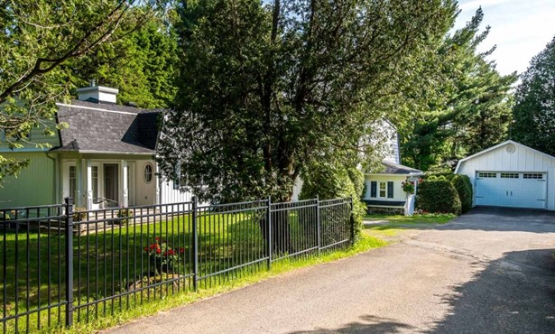 50 Av. Lafleur N., Saint-sauveur, QC - CAN (photo 1)