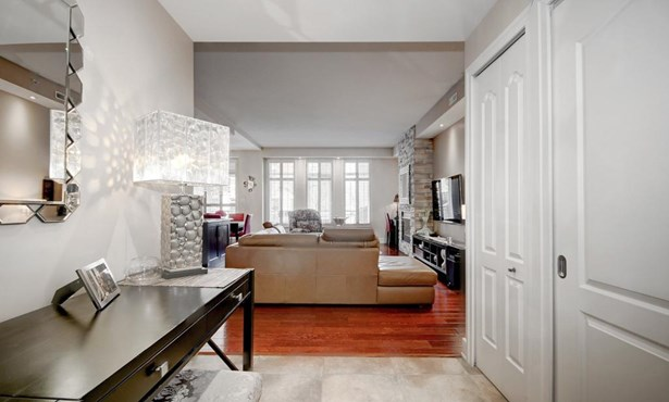 145 Av. Cartier 102, Pointe-claire, QC - CAN (photo 4)