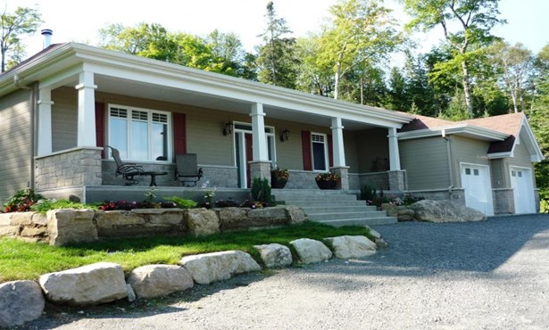 22 Rue Du Val-des-cèdres, Morin-heights, QC - CAN (photo 1)