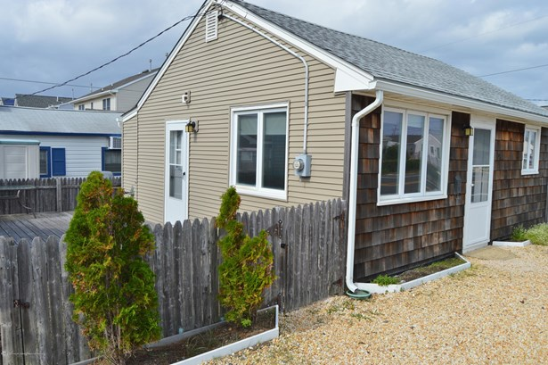 Cottage/Bungalow,Other - See Remarks - Single Family,Detached