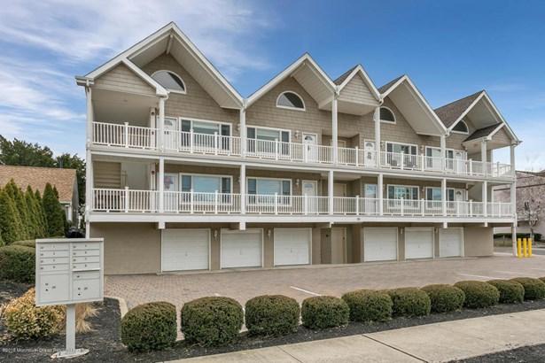 Condominium,Condominium - Attached,End Unit,Ranch,Upper Level (photo 1)