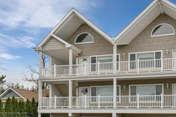 Condominium,Condominium - Attached,End Unit,Ranch,Upper Level (photo 2)