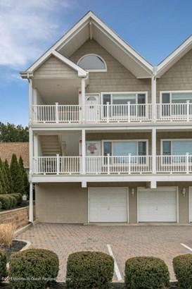 Condominium,Condominium - Attached,End Unit,Ranch,Upper Level (photo 3)