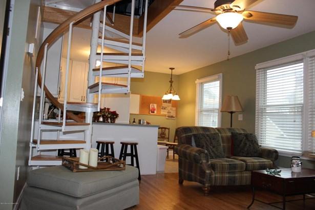 Apartment, Upper Level - Avon-by-the-sea, NJ (photo 4)