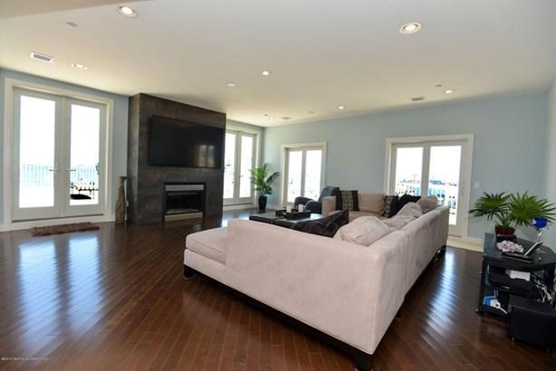 Condominium,Condominium, Other - See Remarks,Upper Level - Seaside Heights, NJ (photo 5)