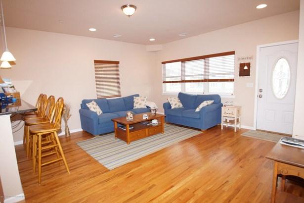 Condominium,Condominium, Middle Level,One Level Unit - Seaside Heights, NJ (photo 4)