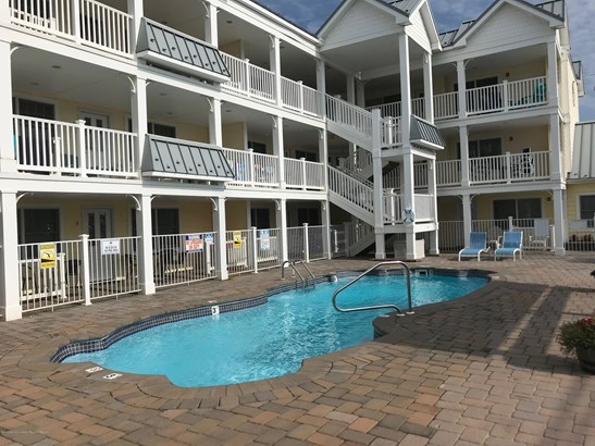 Condominium,Condominium - Attached,End Unit,One Level Unit,Upper Level
