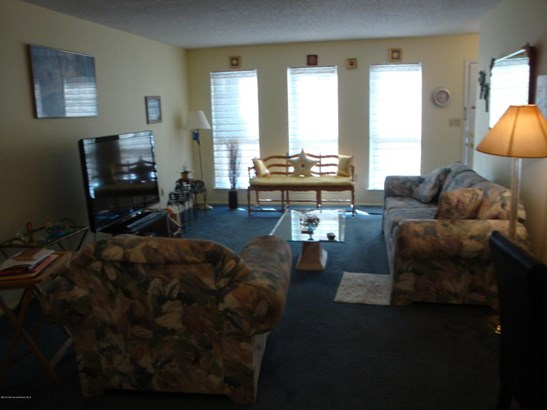 Condominium,Attached, Attached,Lower Level,One Level Unit - Tinton Falls, NJ (photo 4)