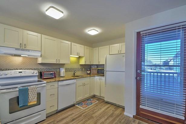 Condominium,Condominium, Attached,End Unit - Beach Haven, NJ (photo 4)