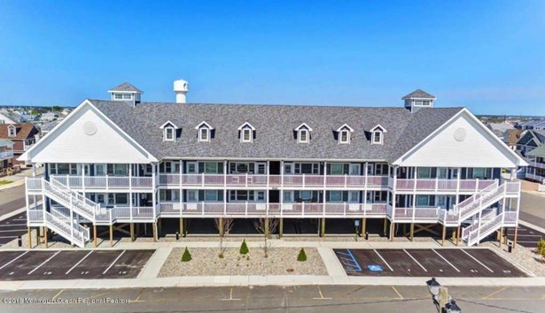 Condominium,Condominium - Attached,Middle Level,One Level Unit (photo 2)