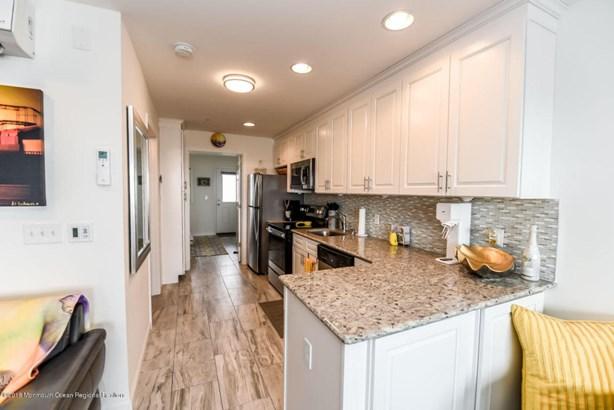 Condominium,Condominium - Attached,Middle Level,One Level Unit (photo 3)