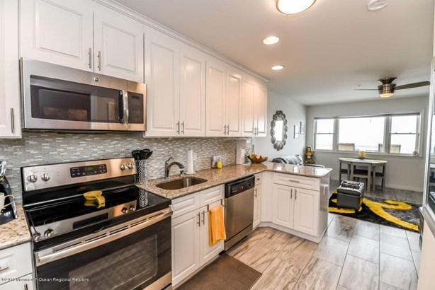 Condominium,Condominium - Attached,Middle Level,One Level Unit (photo 4)