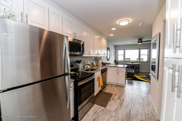 Condominium,Condominium - Attached,Middle Level,One Level Unit (photo 5)