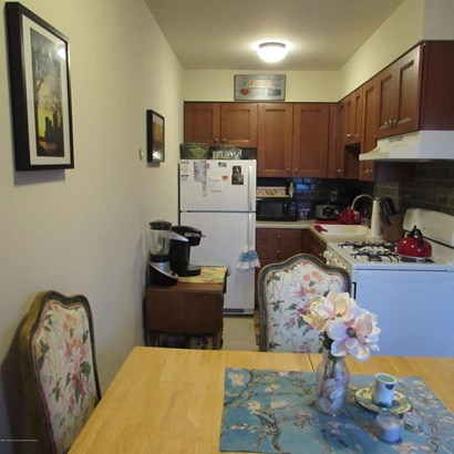 Apartment, Upper Level - Avon-by-the-sea, NJ (photo 3)