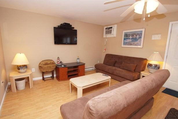 Condominium,Condominium - Attached,End Unit,Lower Level,One Level Unit (photo 3)