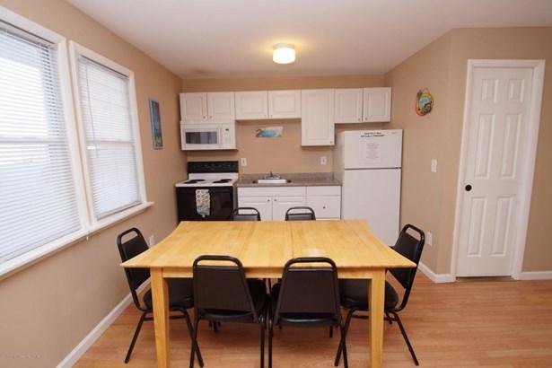 Condominium,Condominium - Attached,End Unit,Lower Level,One Level Unit (photo 5)