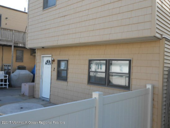 Condominium,Condominium - Attached,Lower Level,One Level Unit (photo 2)