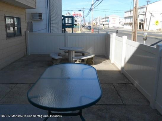 Condominium,Condominium - Attached,Lower Level,One Level Unit (photo 3)