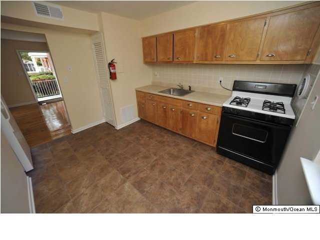 Apartment, Upper Level - Farmingdale, NJ (photo 2)