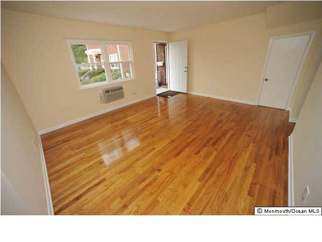 Apartment, Upper Level - Farmingdale, NJ (photo 3)