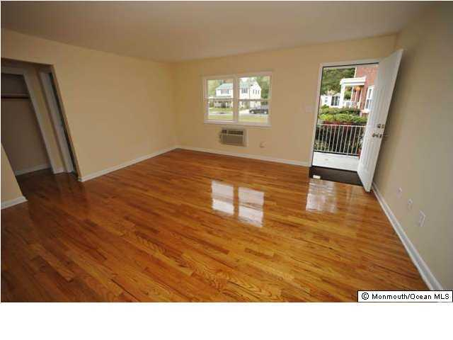 Apartment, Upper Level - Farmingdale, NJ (photo 4)