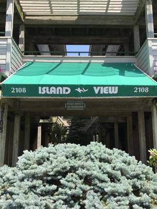 Condominium,Condominium - End Unit,Lower Level,One Level Unit (photo 1)