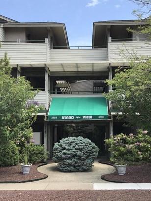 Condominium,Condominium - End Unit,Lower Level,One Level Unit (photo 3)