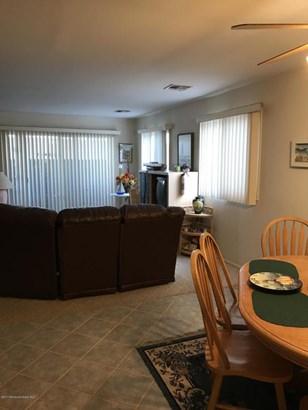 Condominium,Condominium - End Unit,Lower Level,One Level Unit (photo 5)