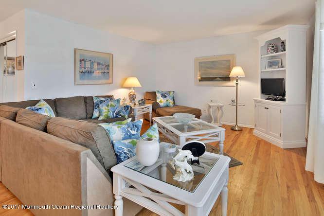 Condominium,Condominium - Attached,One Level Unit,Upper Level (photo 4)
