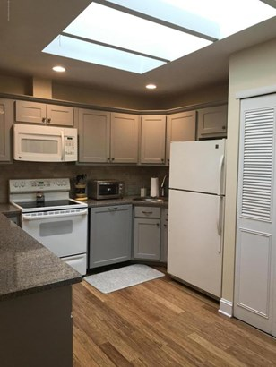 Adult Community,Condominium, Attached,End Unit,Upper Level - Red Bank, NJ (photo 3)