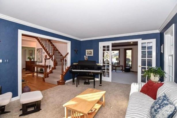 Elegant Living Room (photo 2)