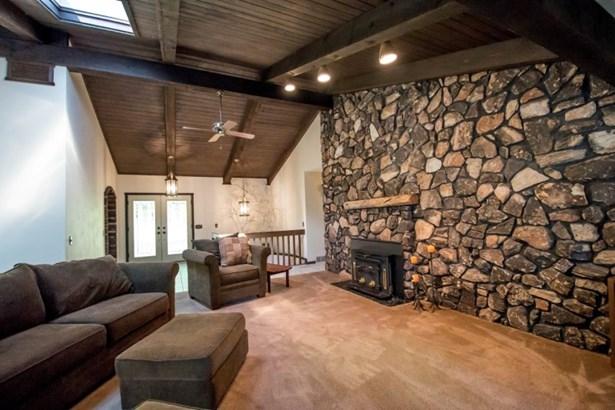 Foyer & Living Room (photo 4)