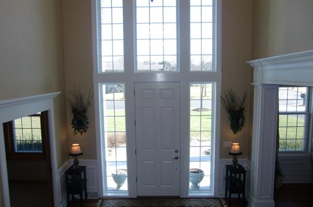 Entrance (photo 2)