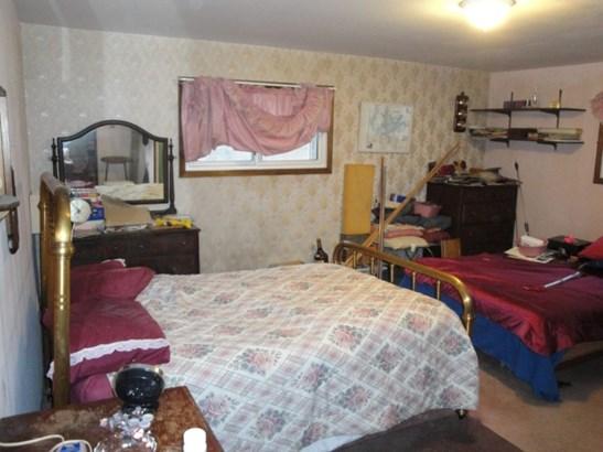Main Floor Bedroom (photo 5)