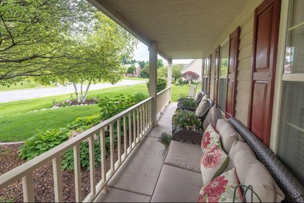 109th St front porch (photo 2)