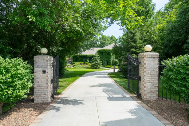 Private Gated Entrance w/ Mature Trees (photo 2)