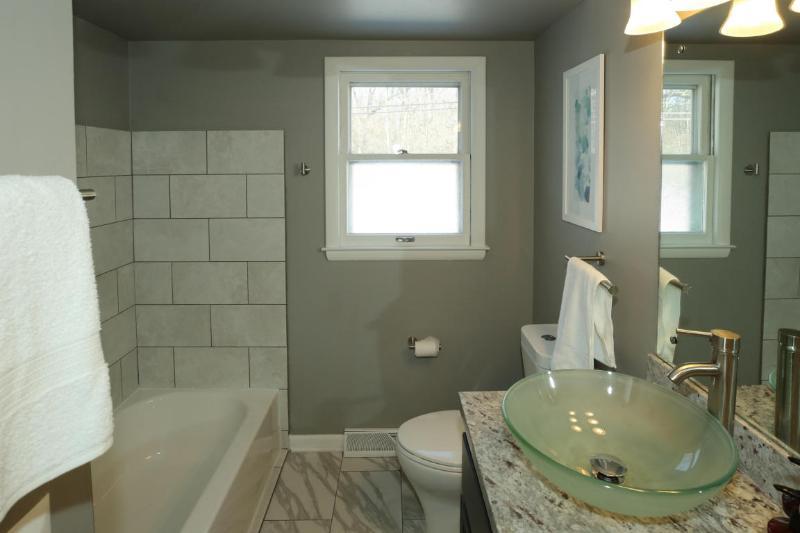 Full Bath (photo 5)